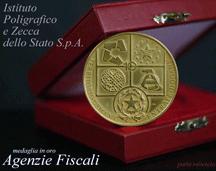 Dieci anni delle Agenzie Fiscali: la Medaglia d'oro ed il foglietto filatelico in regalo al Presidente della Repubblica sono stati prodotti dall'Ipzs.
