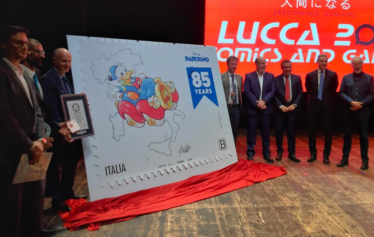 Lucca Comics&Games: il Primo Premio del Guinness World Record per il francobollo più grande del mondo